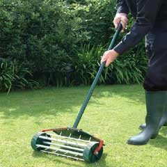 Bosmere Rolling Lawn Aerator
