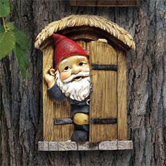 Design Toscano Knothole Gnome Door Garden Statue